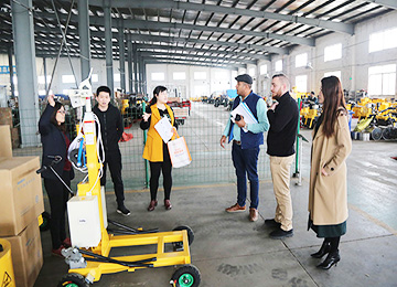 Warmly Welcomes UAE Merchants To Visit Zhong Yun Company For Purchase Pavement Equipment